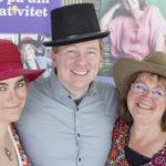 Glada över lovord för Tre hattar-böckerna