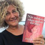 Joanna Björkqvist skriver reportageböcker och jobbar som manuscoach